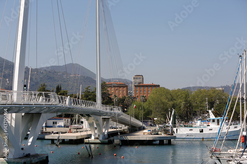 Fotobehang Liguria Italien, Ligurien, La Spezia, Hafenstadt, Hafen, Schiffe, Boote, Stadtansicht, Urlaub, Industriehafen