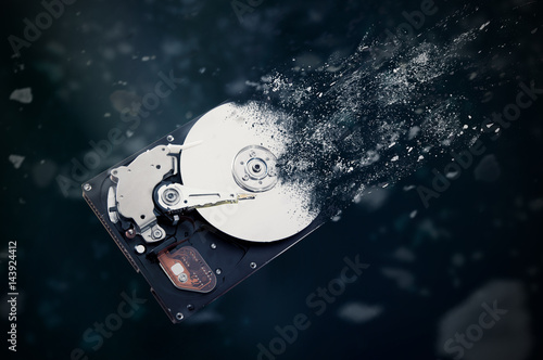 Plakat The old hard disk drive is disintegrating in space