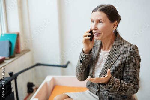 Mature agent consulting client by cellphone