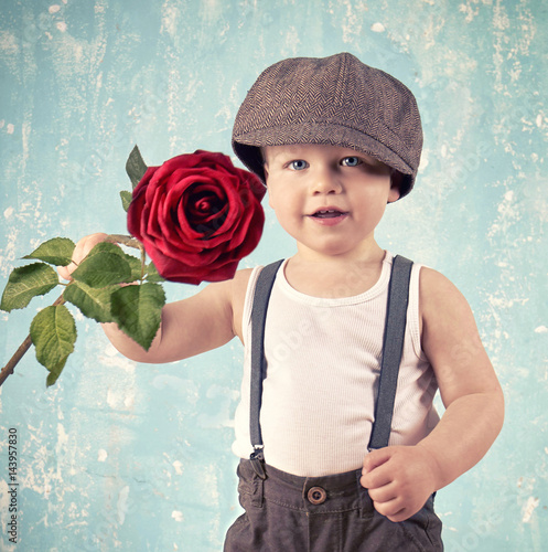 Poster Junge mit roter Rose