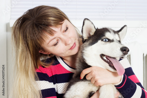 Poster Woman and dog husky, hugging
