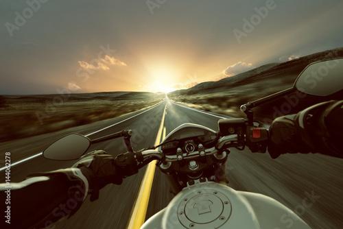 Keuken foto achterwand Route 66 Motorrad auf Landstraße