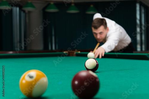 Staande foto Male athlete game pool billiard, Shallow dof