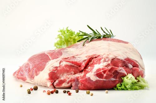 frisches lammfleisch - 144097443
