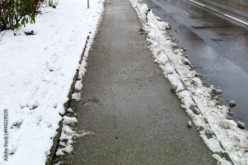 Geräumter Bürgersteig Schneeräumung