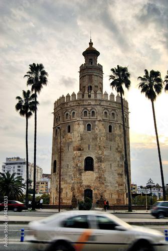 Torre del Oro y Taxi en Sevilla