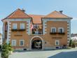 Leinwanddruck Bild - Rathaus in Österreich