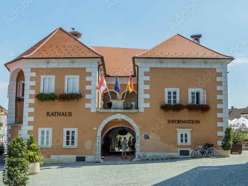 Leinwanddruck Bild Rathaus in Österreich
