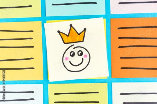 Poster Happy king emoticon note paper concept
