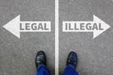 Legal illegal Business Konzept Entscheidung Verbot kriminell erlaubt verboten Problem - 144618867