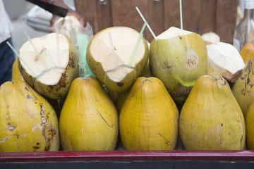 キューバ ハバナの街並み ココナッツ