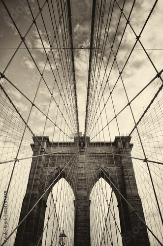 Aluminium New York Brooklyn bridge in New York in sepia
