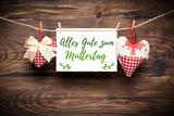 Herzen auf Wäscheleine mit Muttertags-Grußbotschaft
