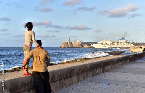 Foto op Aluminium Havana A cruise ship is leaving Havana