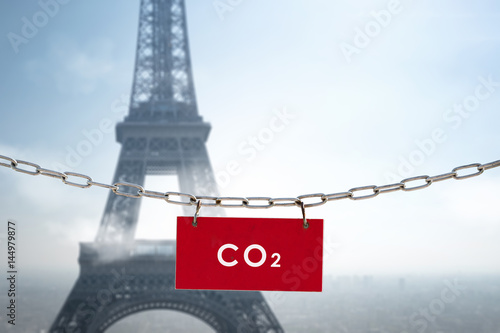 pollution co2 paris air polluer respirer particule ville urbanisme gaz environne Poster