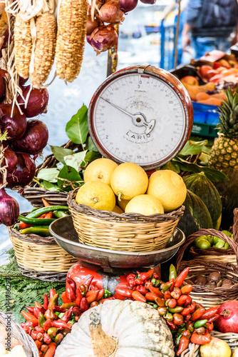Poster Lemon; Chili; Pumpkin; Onion; Zucchini; tomato; Market; Balance; Campo de Fiori;