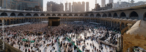 Muslims gathered in Mecca of the world's different countries. © hikrcn