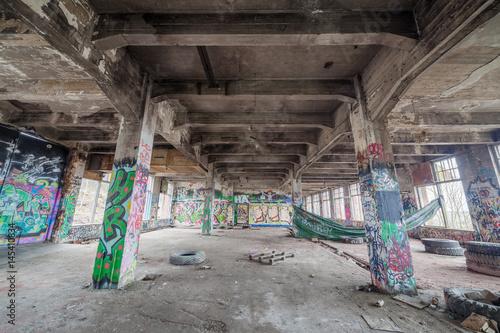 Aluminium Oude verlaten gebouwen Abandoned old factory building