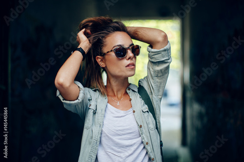 Plakat Portrait of young urban woman
