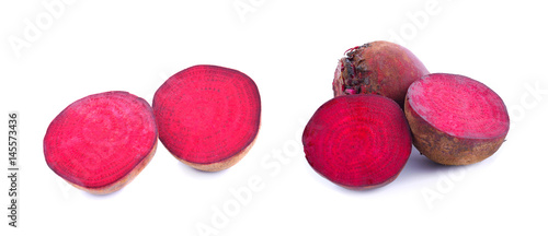 Keuken foto achterwand Verse groenten Fresh beetroot isolated on white background