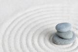 Kieselsteine auf Sand, Zen Style