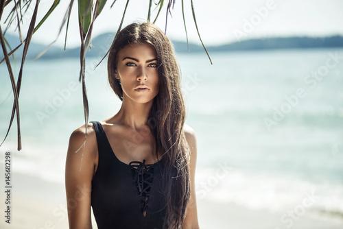 Papiers peints Artiste KB Portrait of a young, alluring woman on a beach