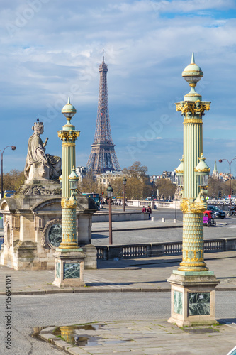 eiffel tower and place de la concorde in paris poster affiche acheter le sur. Black Bedroom Furniture Sets. Home Design Ideas