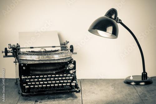 Deurstickers Retro Vintage old typewriter, and lighting retro desk lamp on wood table