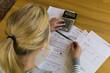 Leinwanddruck Bild - Frau mit Schulden und Rechnungen