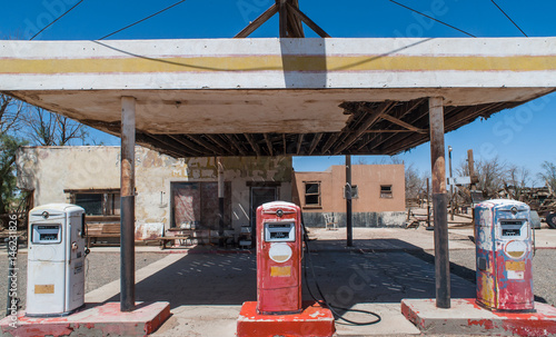 Foto op Plexiglas Route 66 Aged old abandoned vintage gas station on route 66 in southern California
