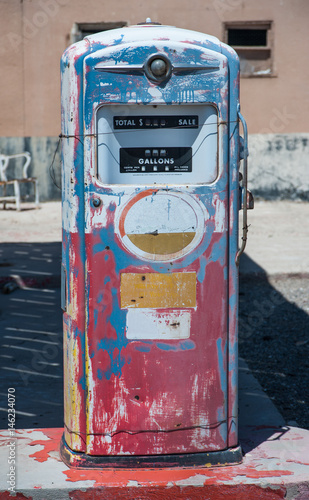 Fotobehang Route 66 Aged old vintage gas station fuel pump abandoned on route 66 in southern California