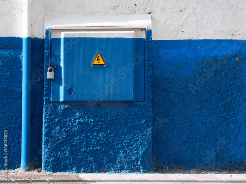 Blau-weisse Stromkontraste Poster