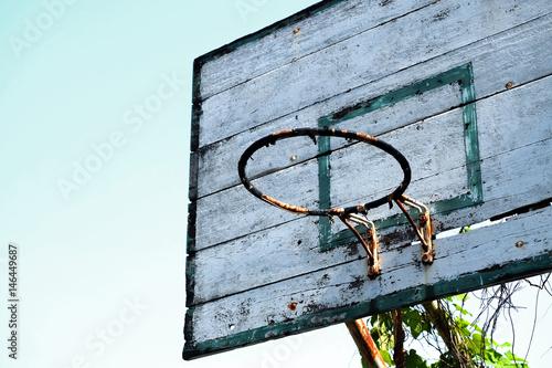 Juliste Old basketball hoop with blue sky background