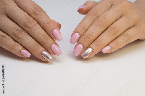 Papiers peints Manicure Attractive women's hands. Natural nails with beautiful manicure.