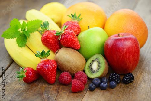 Früchte Kiwi