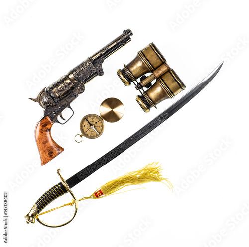 Keuken foto achterwand Schip Vintage saber and old pistol