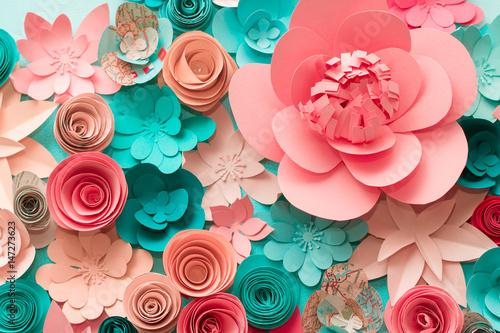 kwiecisty-modny-abstrakcjonistyczny-tlo-z-3d-papierowymi-kwiatami