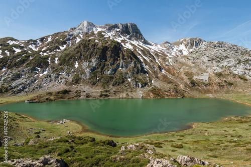 Lago Cerveriz y Picos Albos. Lagos de Saliencia, Parque Natural de Somiedo, Asturias.