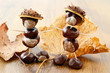 tinker little chestnut figures auf nuts and leaves
