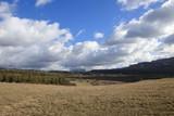 Paysage et ciel nuageux dans les Corbières, Aude en Occitanie, France