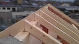Holz für den Dachstuhl eines Haus