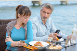 digital addiction even while eating - 148548807