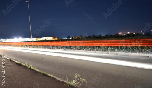Tuinposter Nacht snelweg LIGHT TRAILS ON AN URBAN ROAD