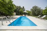 Villa con piscina e arredamento da esterno - 149304424