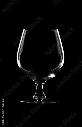 Poster Copa de cristal en fondo negro.