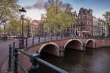 Abendstimmung über einer Brücke in Amsterdam