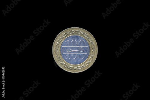 Poster Bahrain 100 fils coin with the image of the coat of arms of the Kingdom isolated on black background