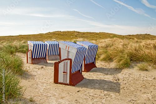 Fotobehang Noordzee Strandkörbe in Dünenlandschaft