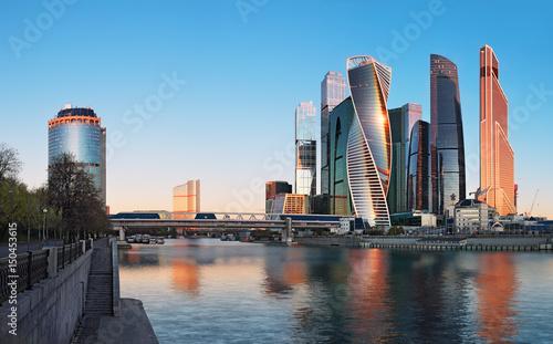 """Międzynarodowe centrum biznesowe """"Moscow City"""" wczesnym rankiem"""