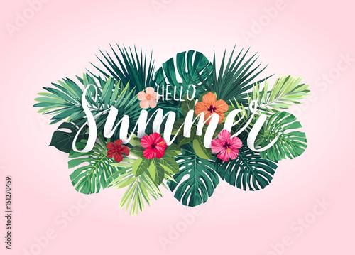 Lato tropikalny wektor wzór na baner lub ulotki z egzotycznych liści palmowych, kwiatów hibiskusa i handlettering.